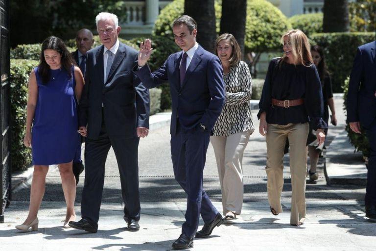 Τα πρώτα μέτρα: Ασυμβίβαστο για υπουργούς, υφυπουργούς – Καταργούνται 33 γενικές γραμματείες | to10.gr