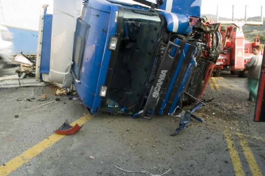 Κυκλοφοριακό χάος στην εθνική οδό – Ντελαπάρισε νταλίκα (pic)   to10.gr