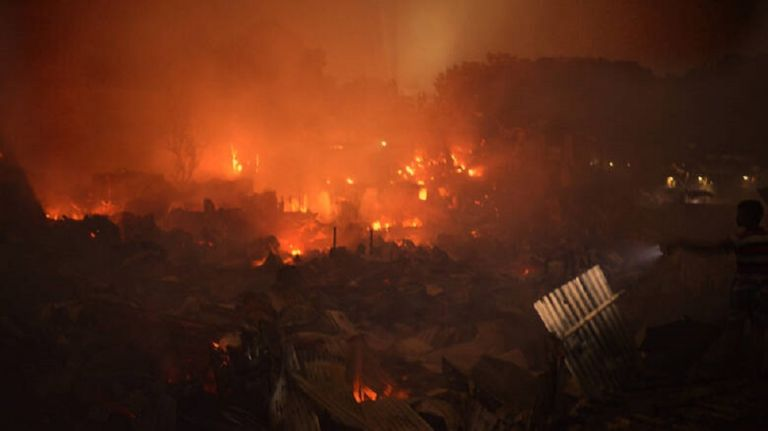 Ασύλληπτη καταστροφή στο Μπαγκλαντές: Πυρκαγιά άφησε άστεγους 10.000 ανθρώπους | to10.gr