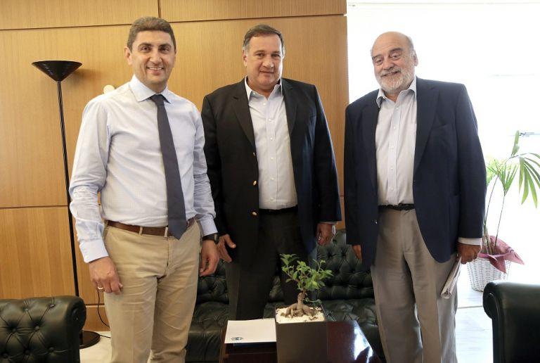 Συνάντηση Λ. Αυγενάκη με το προεδρείο της ΕΟΕ   to10.gr