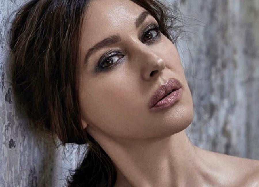 Η εντυπωσιακή Μόνικα Μπελούτσι στην Πάρο | to10.gr