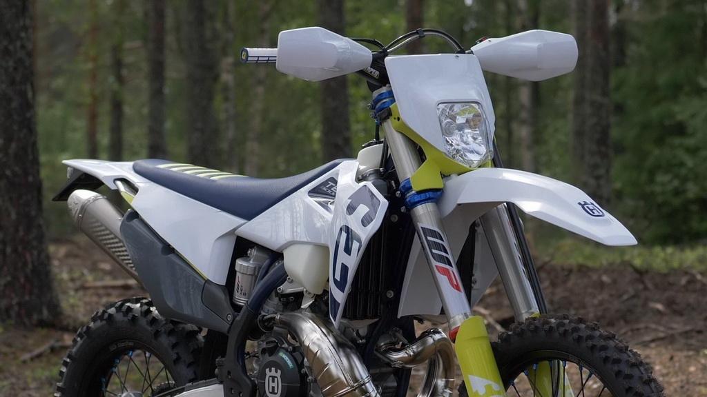 Νέες σειρές μοτοσικλετών Husqvarna με συστήματα εξαγωγής Akrapovic | to10.gr