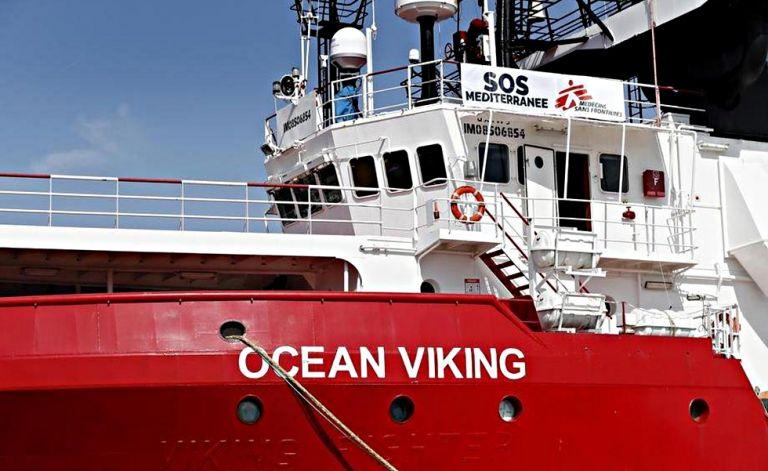 «SOS» από το σκάφος Ocean Vicking με τους 356 πρόσφυγες – Τρόφιμα για πέντε ακόμη μέρες | to10.gr