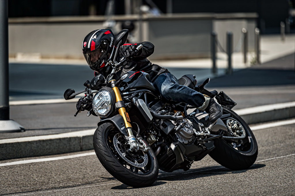 Ducati Monster 1200 S «Black on Black» | to10.gr