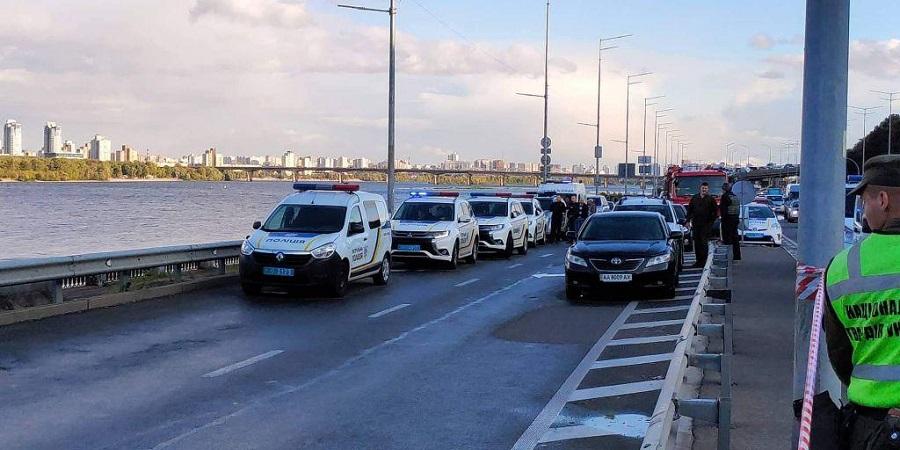 Συναγερμός στο Κίεβο: Άνδρας απειλεί να ανατινάξει γέφυρα   to10.gr