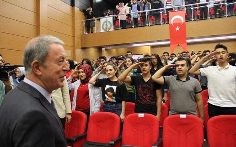 Τουρκία: Στρατιωτικός χαιρετισμός μαθητών στον Ακάρ | to10.gr