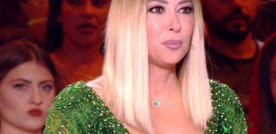 «Αλληθώρισαν» οι τηλεθεατές με το μπούστο της Μελίνας Ασλανίδου (βίντεο)   to10.gr