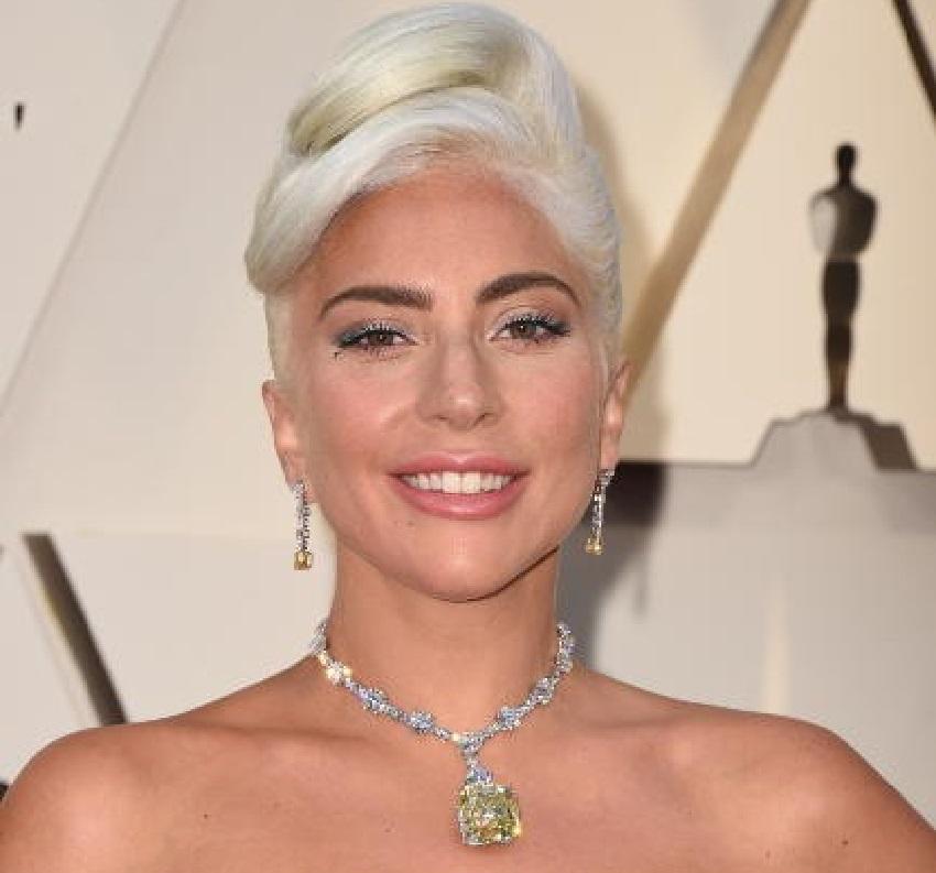 Lady Gaga: Γιατί γεμίζει την μπανιέρα με παγάκια και κάνει καυτά μπάνια; (pics) | to10.gr