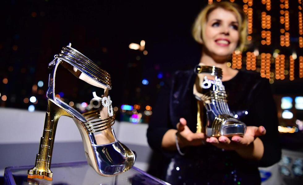 Ενα ζευγάρι παπούτσια «καλύπτει» το… PAO Alive! (pics, vids)   to10.gr