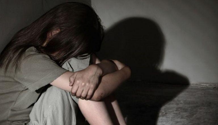 Φρίκη στη Μάνη: Εκτός του ιερέα και δεύτερο άτομο φέρεται να ασελγούσε στη 12χρονη | to10.gr