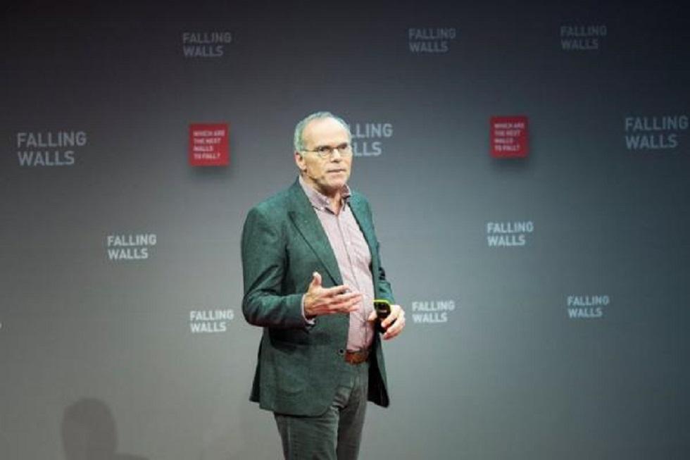 Ο καθηγητής που έφτιαξε το πρώτο εργαστηριακό μπέργκερ μιλά για το κρέας του μέλλοντος | to10.gr