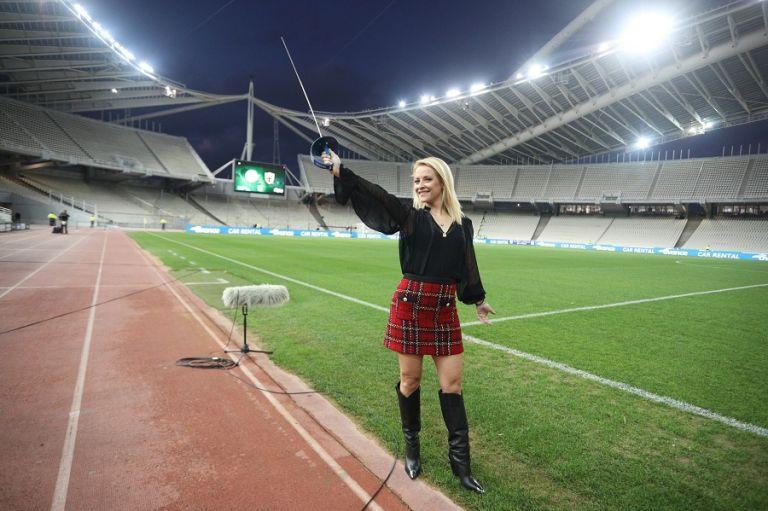Ξεσήκωσε το γήπεδο: Η Λίλα Κουντουριώτη με σπαθί και «καυτή» φούστα στο ΟΑΚΑ (pics)   to10.gr