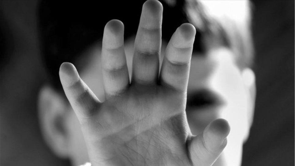 Φρίκη: Νέα υπόθεση ασέλγειας από ιερέα σε ανήλικη – Οργισμένο το νησί | to10.gr