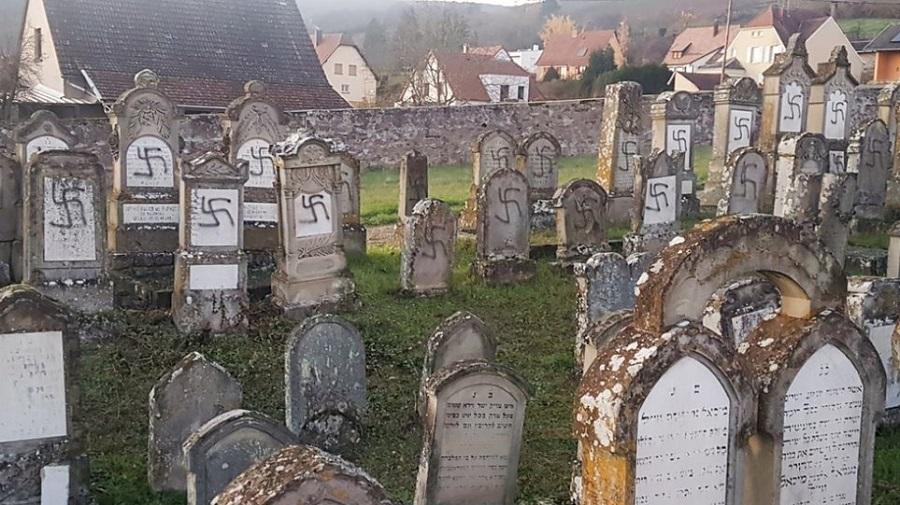 Βεβήλωσαν πάνω από 100 τάφους σε εβραϊκό νεκροταφείο στη Γαλλία | to10.gr