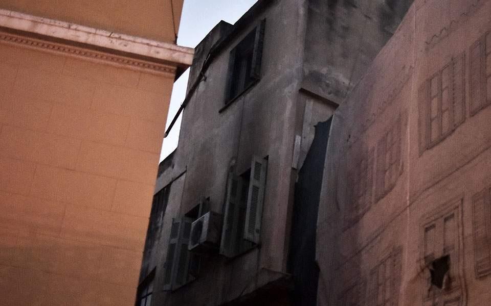 Φωτιά σε κτήριο στο κέντρο της Αθήνας | to10.gr