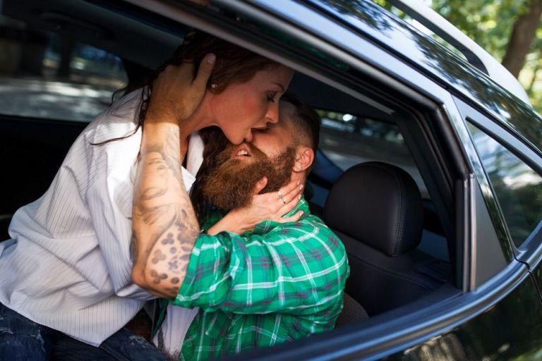 Tρία tips για να απολαύσεις το «ζευγάρωμα» στο αυτοκίνητο   to10.gr