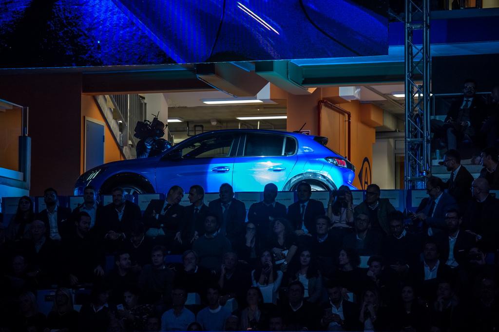 Η Peugeot παρουσίασε το νέο e-208 στο Λονδίνο | to10.gr