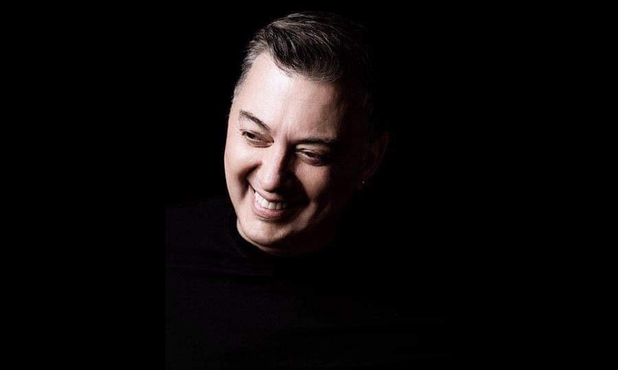 Νίκος Μακρόπουλος: Οι δύο φετινές του επιτυχίες πρωταγωνιστούν σε ραδιόφωνο και YouTube | to10.gr