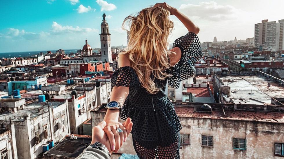 Γιατί νιώθουν κάποιοι την ανάγκη να μας δείξουν στα social media πόσο ερωτευμένοι είναι;   to10.gr