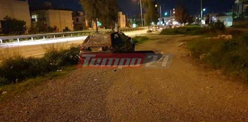 Άστεγη οικογένεια με ανήλικο παιδί ζει σε παλιό παρατημένο αυτοκίνητο | to10.gr