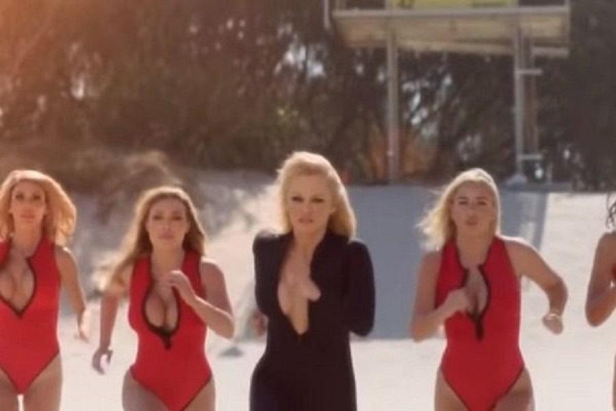 Η Pamela Anderson έτρεξε ξανά στην παραλία αλά Baywatch   to10.gr