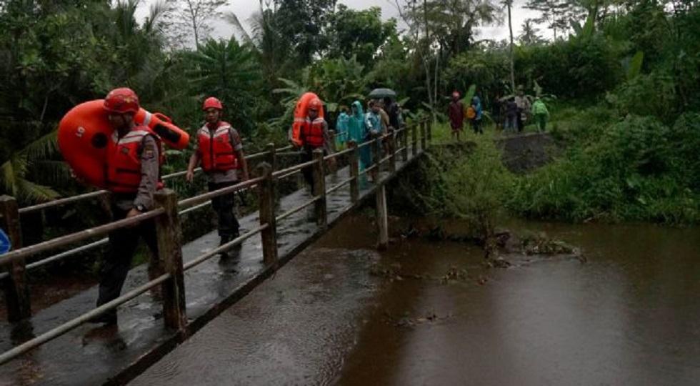 Τραγωδία στην Ινδονησία: Έξι μαθητές νεκροί σε ποτάμι | to10.gr