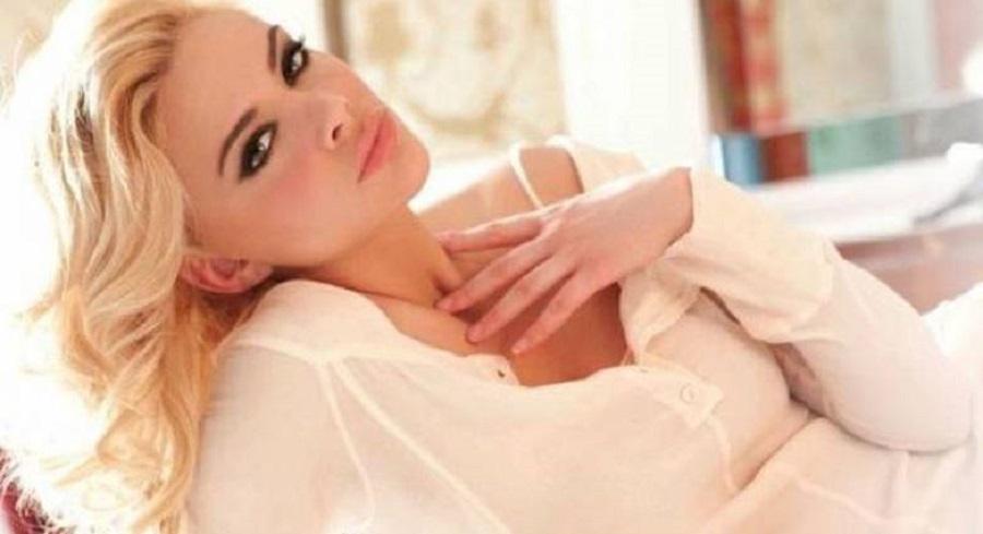 Η Ρία Αντωνίου εύχεται «Καλό Καρναβάλι» σηκώνοντας τη φούστα της (vid) | to10.gr