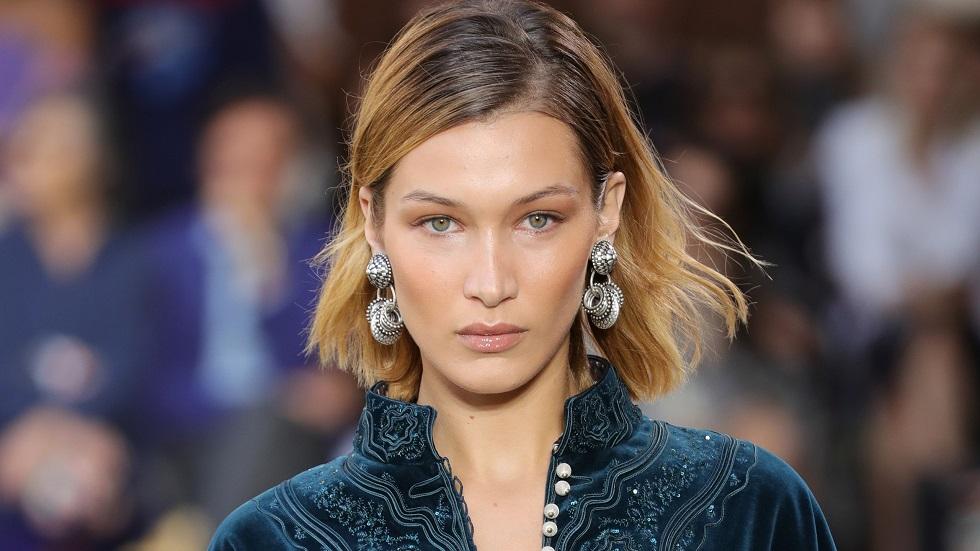 Η Μπέλα Χαντίντ τόπλες στο σπα της Dior (pics) | to10.gr