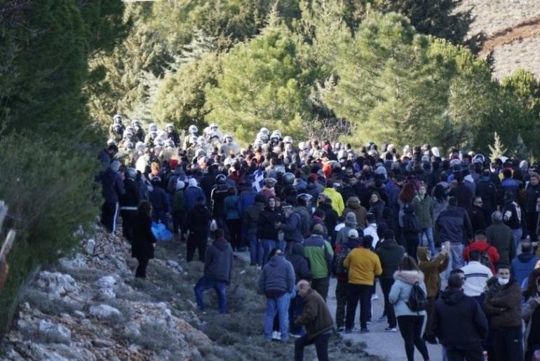 Απροκάλυπτη επίθεση των ΜΑΤ με χημικά σε Χίο και Λέσβο | to10.gr