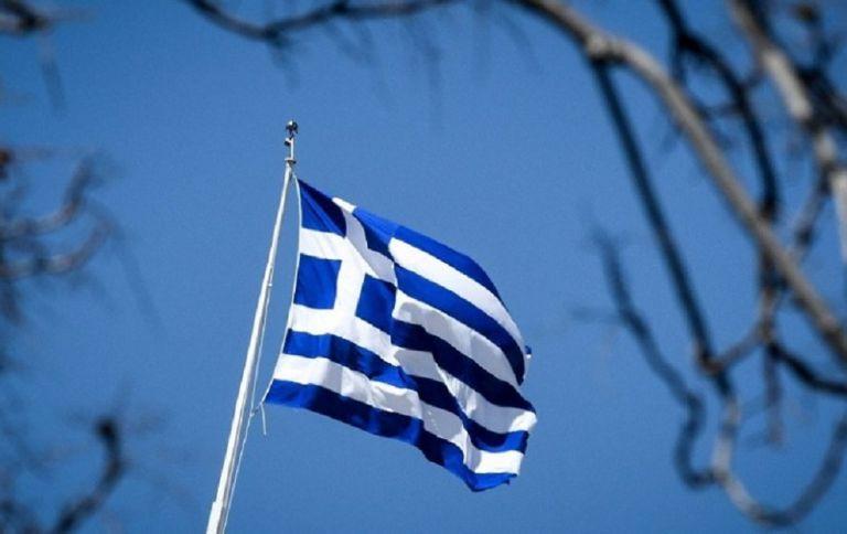Βέλγος βουλευτής σήκωσε την ελληνική σημαία μέσα στο κοινοβούλιο – «Η ΕΕ να σταματήσει να υποκύπτει στον εκβιασμό του Ερντογάν» | to10.gr