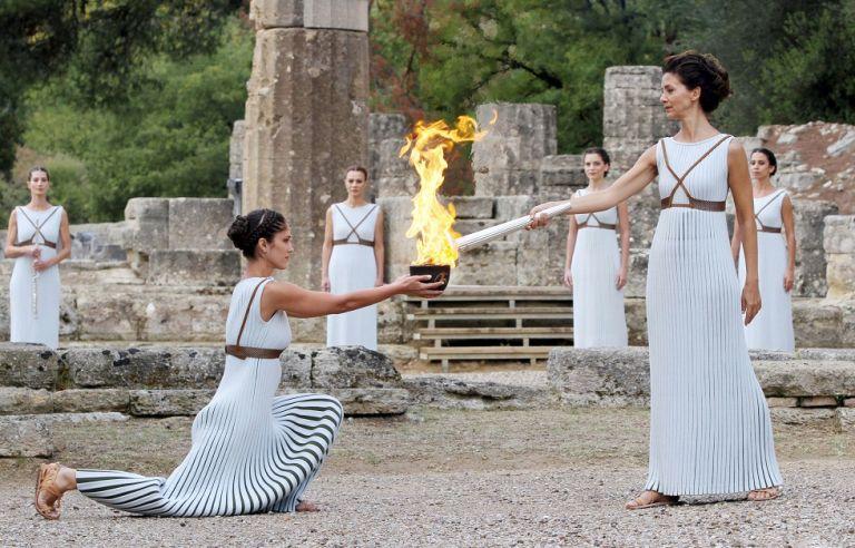 Η ολυμπιακή φλόγα «απειλείται» από τον κορωνοϊό   to10.gr