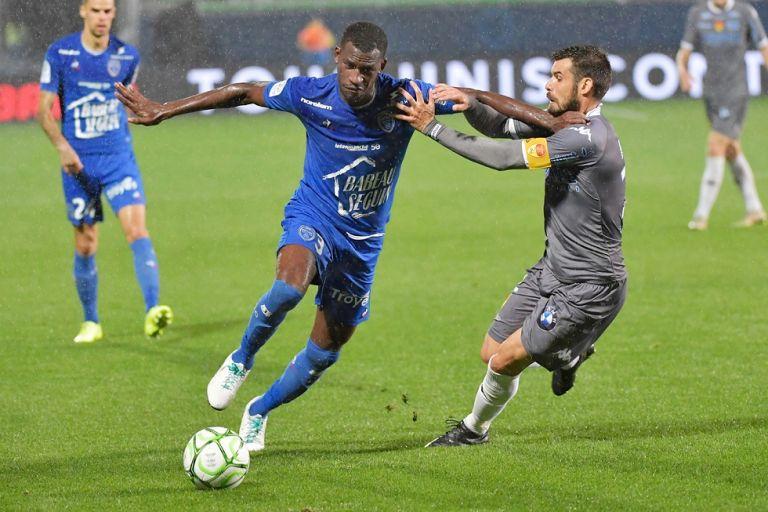 Το «France Football» βάζει τον θηριώδη Κουγιατέ της Τρουά στο τραπέζι του Ολυμπιακού | to10.gr