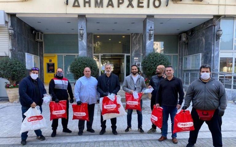 Μάσκες προστασίας στον Δήμο Πειραιά από τη Δ΄ Κοινότητα και τη Θύρα 7 | to10.gr