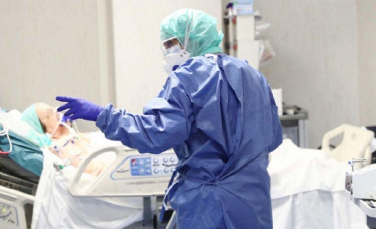 Κορωνοϊός: Νέος νεκρός από τον ιό – Αυξάνονται τα θύματα | to10.gr