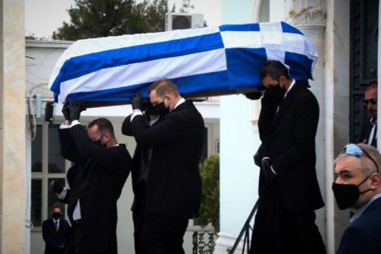 Μανώλης Γλέζος : Σε στενό οικογενειακό κύκλο το ύστατο χαίρε – Μεσίστια η σημαία στην Ακρόπολη | to10.gr