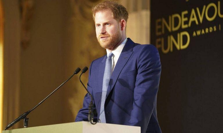 Η επιστροφή του πρίγκιπα Χάρι στην Αγγλία για την κηδεία του πρίγκιπα Φιλίππου | to10.gr