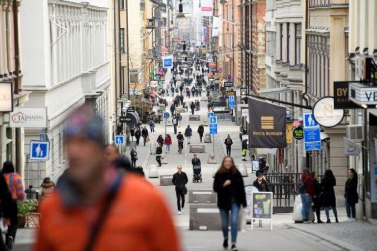 Κορωνοϊος -Σουηδία : Υπό αμφισβήτηση η «χαλαρή στάση» – Μέτρα ζητούν ακαδημαϊκοί | to10.gr