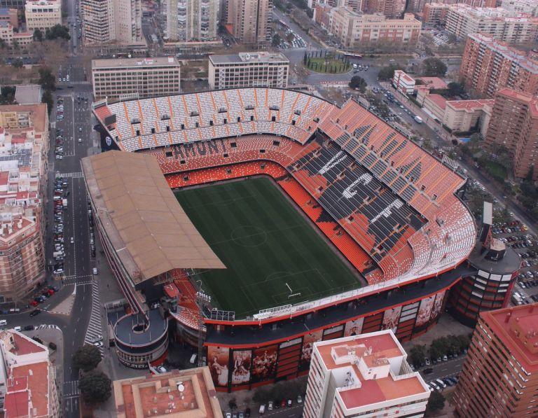 Ισπανία: Ανοίγουν από φέτος τα γήπεδα!   to10.gr
