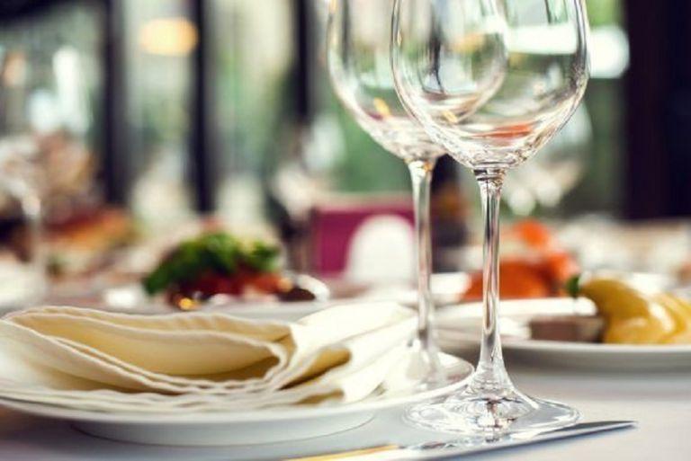 Κορωνοϊός – Δανία: Κορυφαίο εστιατόριο σερβίρει τσιζμπέργκερ και κρασί | to10.gr