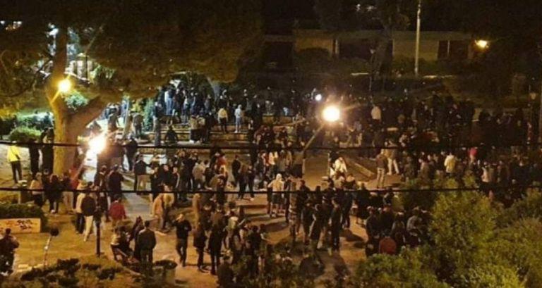 Αγία Παρασκευή: Η αστυνομία αδειάζει την Αγίου Ιωάννου – Δεκάδες συγκεντρωμένοι στην πλατεία | to10.gr