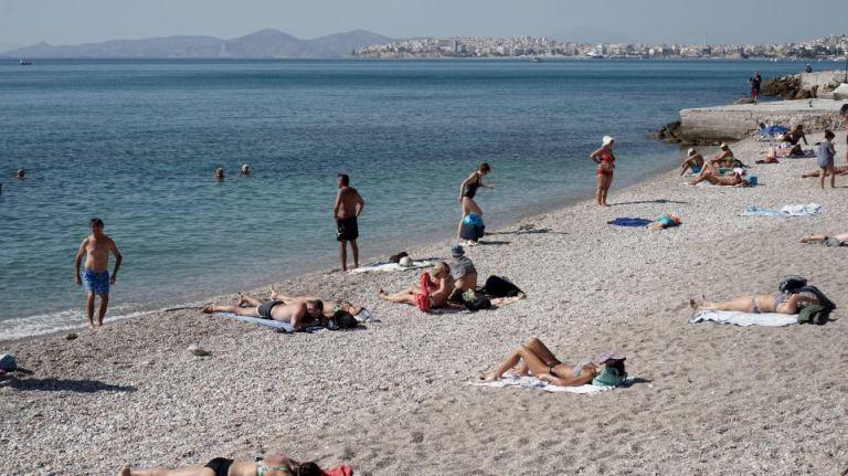 Κορωνοϊός και θάλασσα: Επιβιώνει ο ιός στην άμμο; – Τι πρέπει να προσέχουμε στην ηλιοθεραπεία | to10.gr