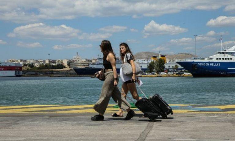 Μετακινήσεις στα νησιά: Τι πρέπει να γνωρίζουμε για ερωτηματολόγια και αριθμό επιβατών | to10.gr