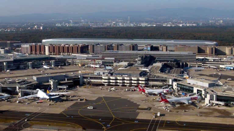 Αμερικανός παρέστησε τον υπάλληλο αεροδρομίου και πήγε στη Γερμανία για να δει τη… σύντροφό του | to10.gr