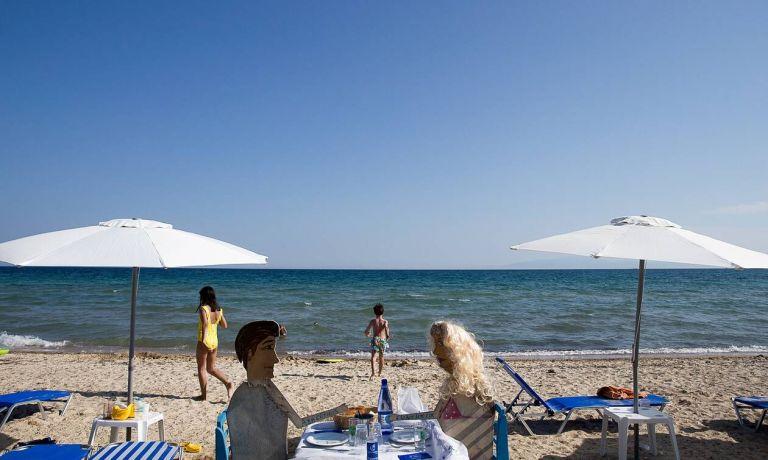 Κορονοϊός: Θάλασσα, άμμος και ξαπλώστρες – Μεταδίδουν τον ιό και πώς θα προστατευτούμε το καλοκαίρι; | to10.gr