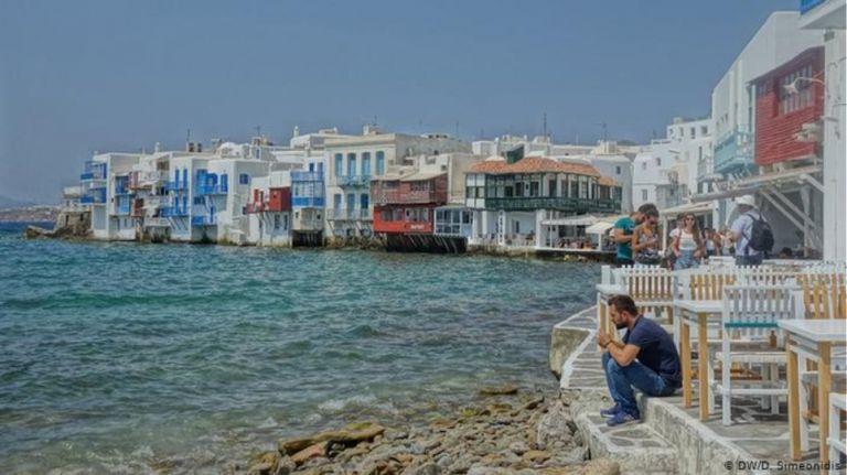 Κορονοϊός – Θεοχάρης: Οι εννέα κανόνες για τουρίστες, πτήσεις, ξενοδοχεία | to10.gr