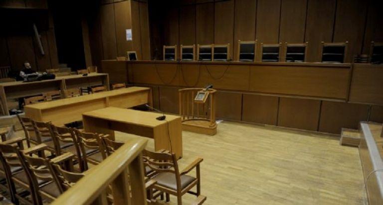 Ισόβια στην 30χρονη που σκότωσε την πρώην σύζυγο του συντρόφου της στο Κορωπί | to10.gr