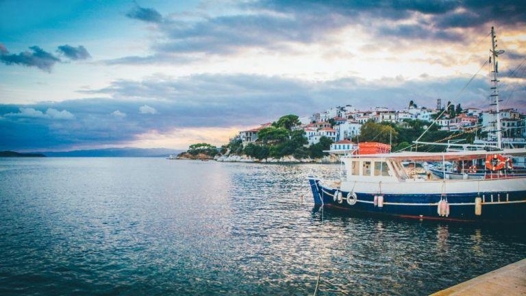 Κορωνοϊός: Πιθανά τα τοπικά lockdown στα νησιά – Ανησυχία για τις μεταλλάξεις του ιού | to10.gr