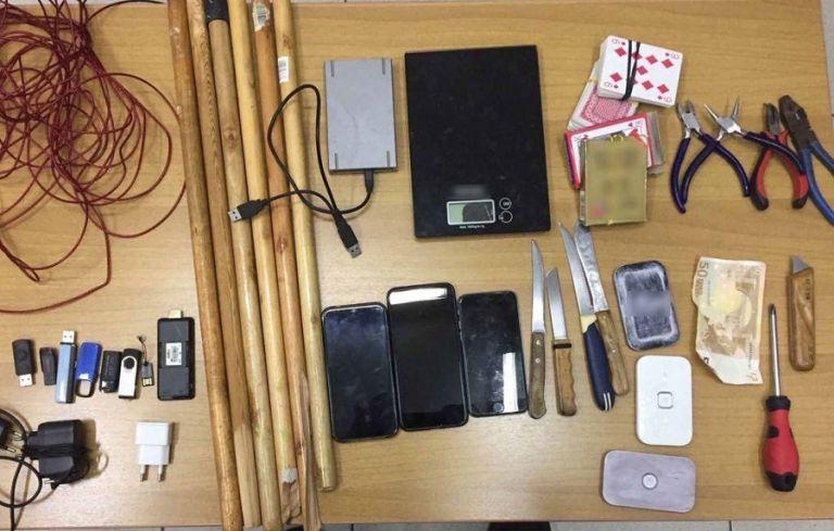 Ολονύχτιες έρευνες στον Κορυδαλλό: Μαχαίρια, κινητά και στα κελιά της 17Ν & Πυρήνων | to10.gr