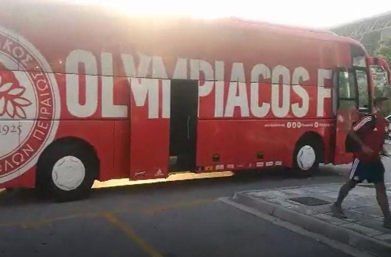 Αποκλειστικά βίντεο : Η άφιξη του Ολυμπιακού στο ΟΑΚΑ | to10.gr