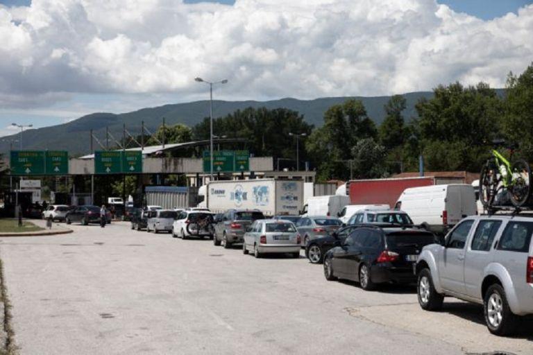 Προμαχώνας : Ατελείωτες ουρές στα σύνορα – Εώς και μία ώρα αναμονή για τους τουρίστες | to10.gr